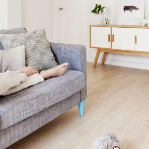 sofa pata madera